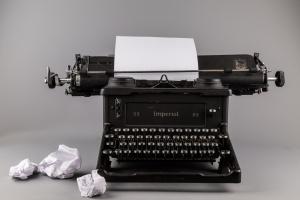 typewriter-1462564661CqD